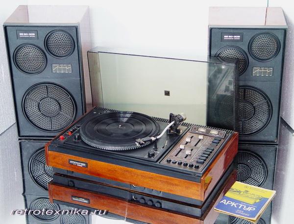 """В новом электрофоне  """"Арктур-004 стерео """" применено ЭПУ G-600 В (ПНР) с магнитным звукоснимателем."""